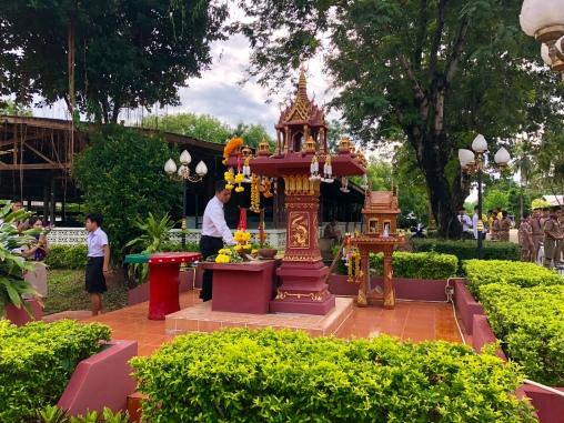 Lomkaophittayakhom spirit house